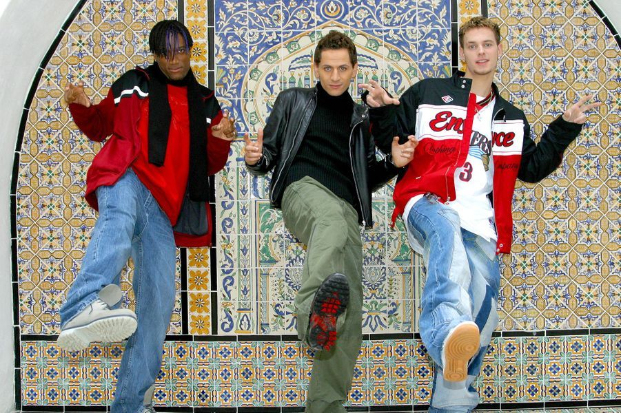 Otis Guilon, Lionel Tim et Matt Pokora du groupe Linkup en Tunisie en 2003 pour l'enregistrement d'une émission spéciale M6 Music