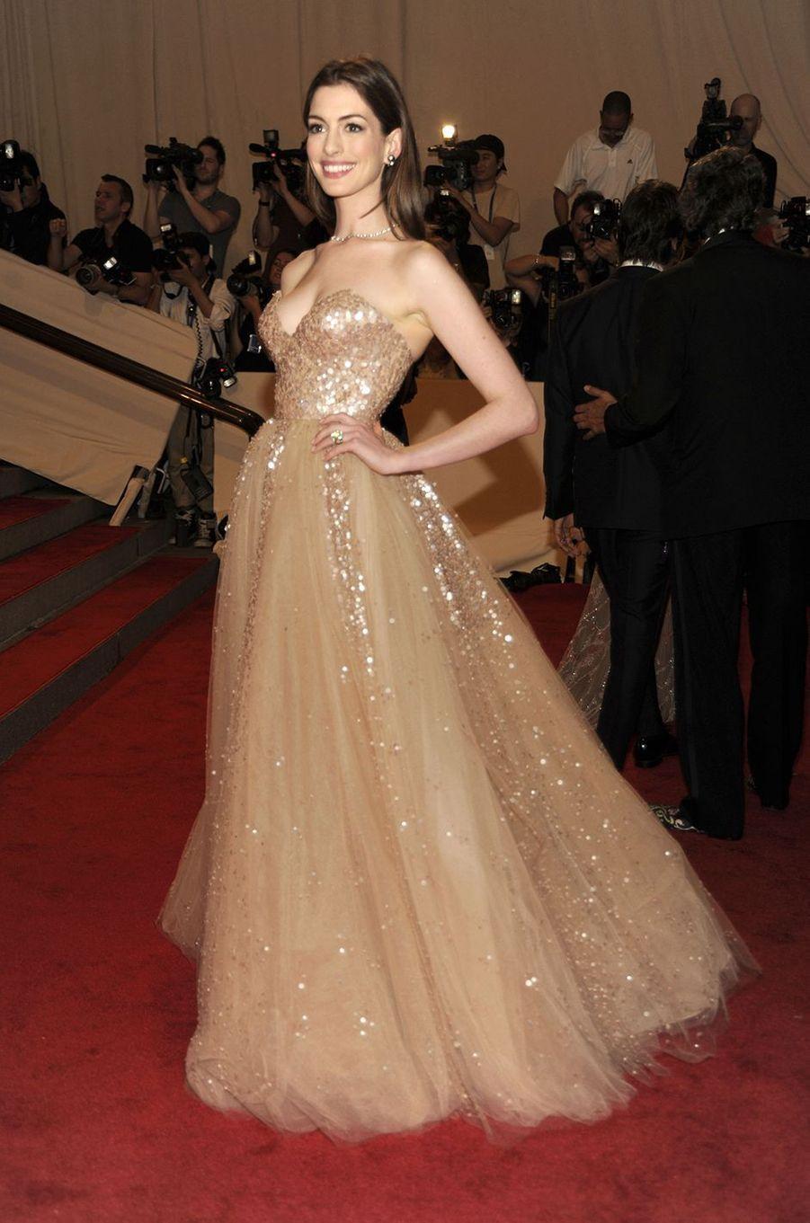 Anne Hathawayau Met Gala à New York le 3 mai 2010