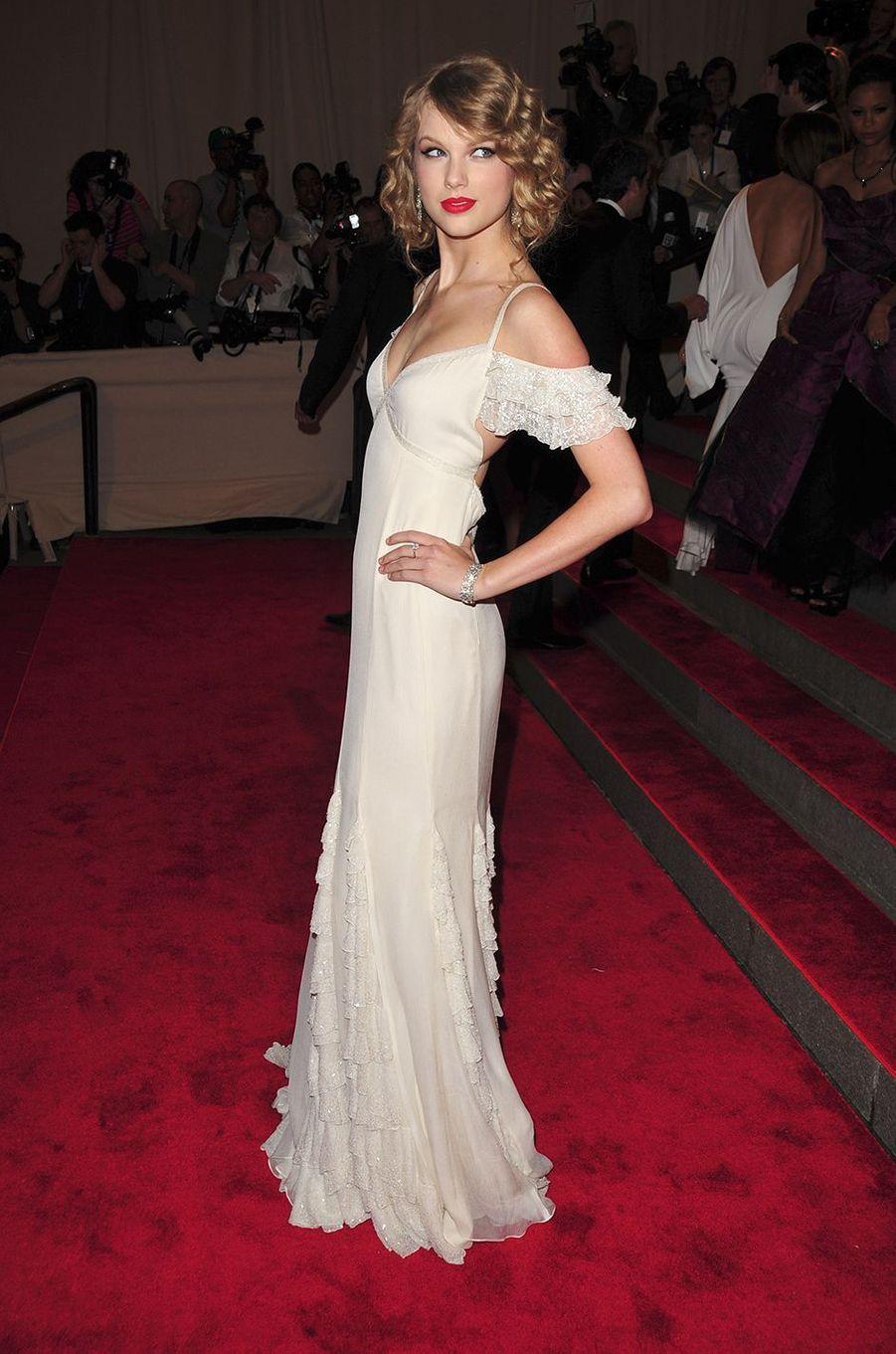 Taylor Swiftau Met Gala à New York le 3 mai 2010