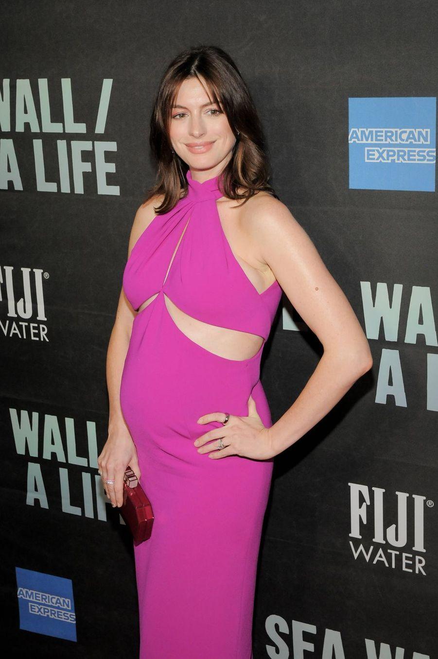 Anne Hathaway a annoncé sa seconde grossesse sur Instagram en juillet 2019, confiant par la même occasion ses difficultés à concevoir un bébé.«Pour beaucoup de femmes, ce n'est pas si facile», avait-elle déclaré quelques jours plus tard lors d'une interview au «Daily Mail».
