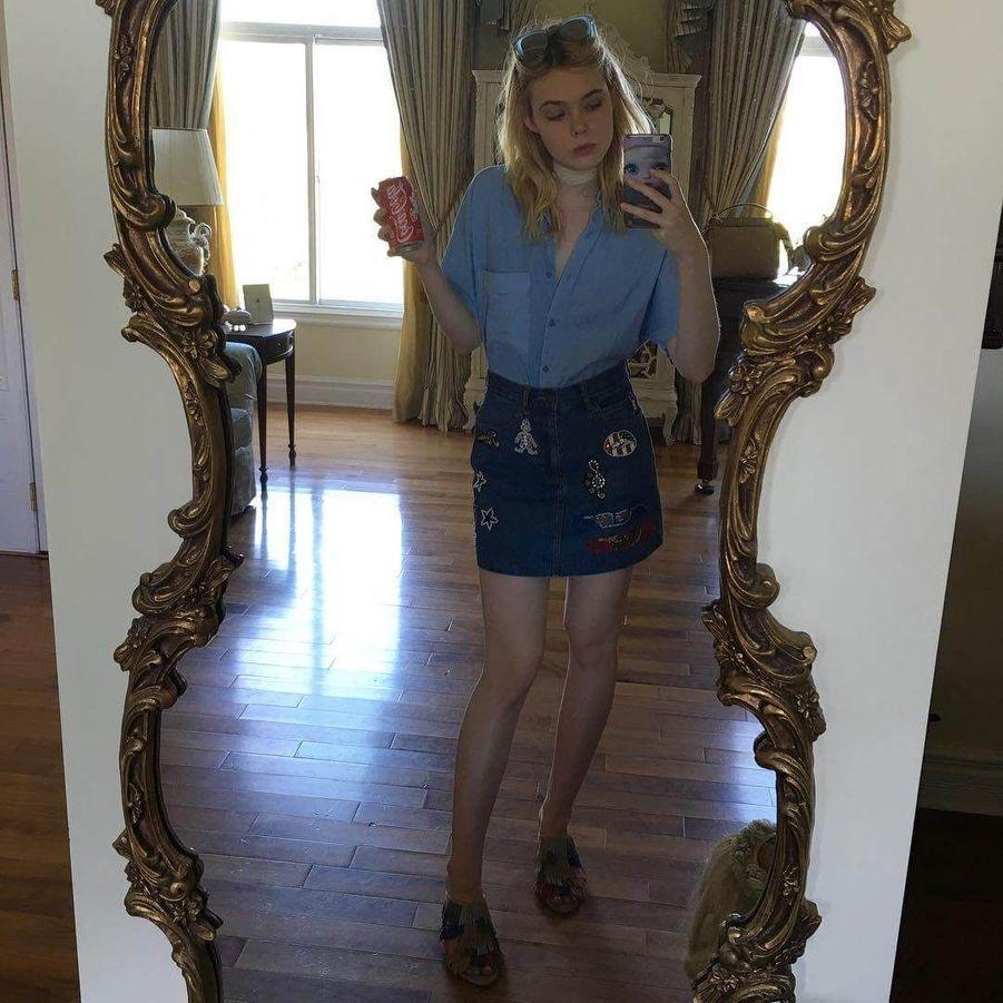 Elle Fanning, la pro des selfies.