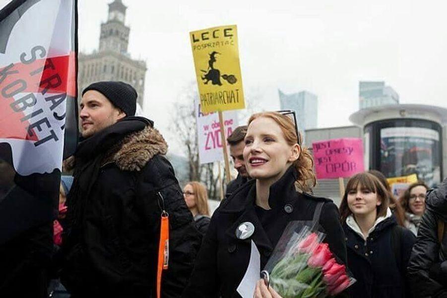 Une actrice engagée, Jessica Chastain a rejoint la marche pour les femmes en Pologne.