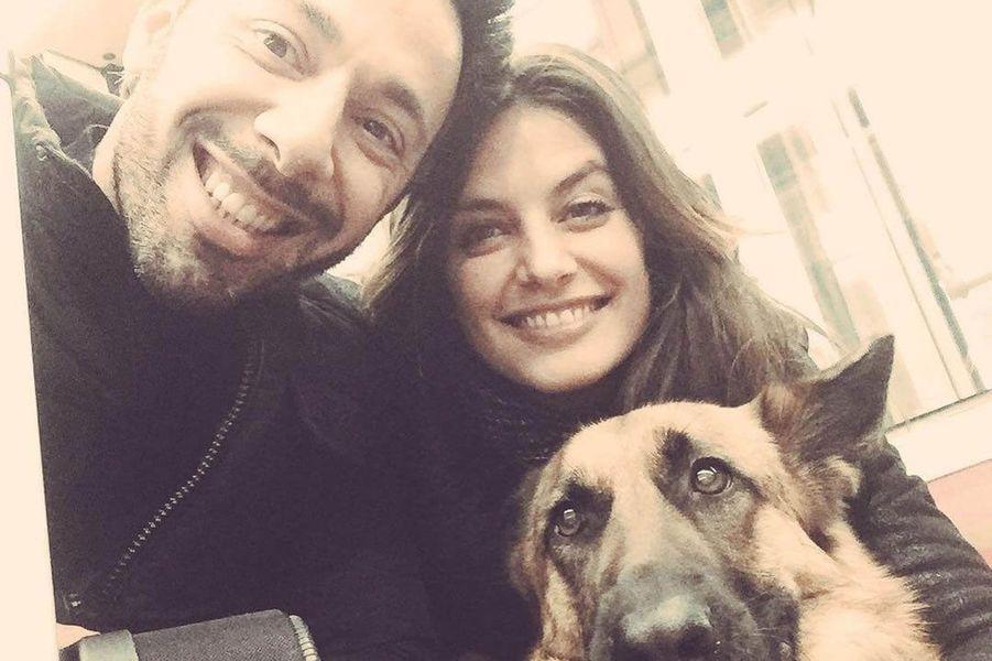 Laetitia Milot avec son mari et leur chien.