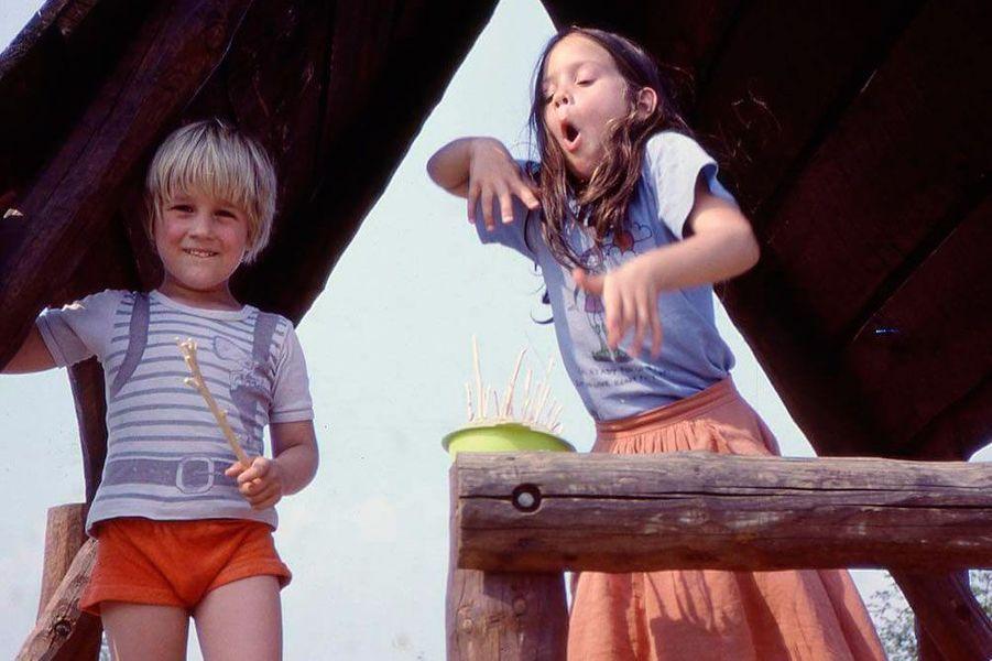 Marion Cotillard enfant avec un de ses frères
