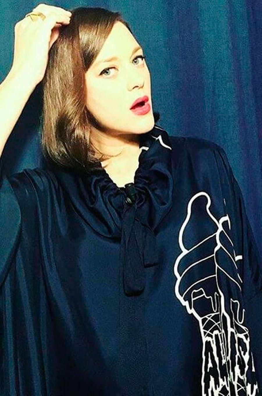Marion Cotillard avant de faire un tapis rouge