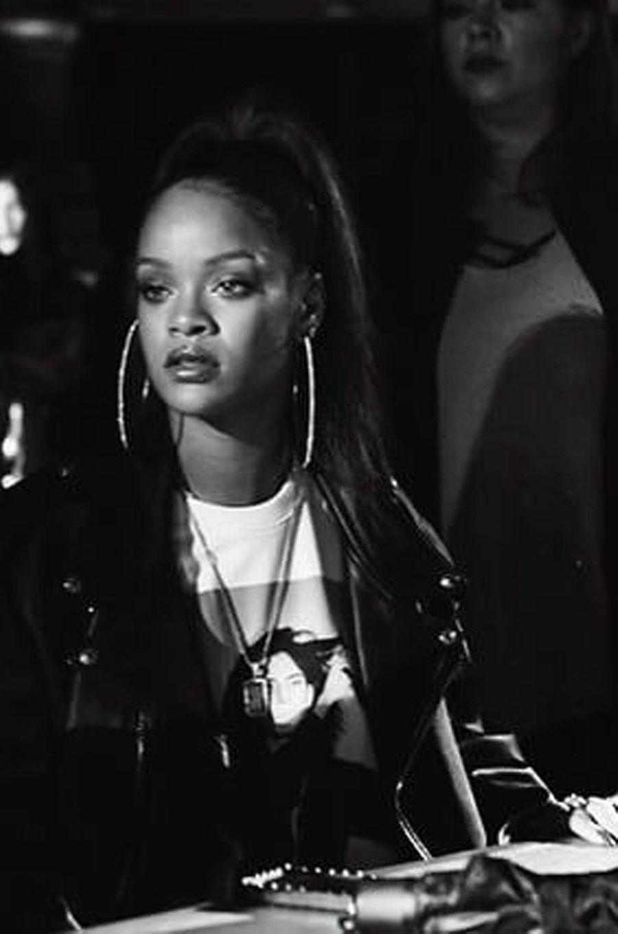 Rihanna est backstage de son défilé Fenty pour Puma