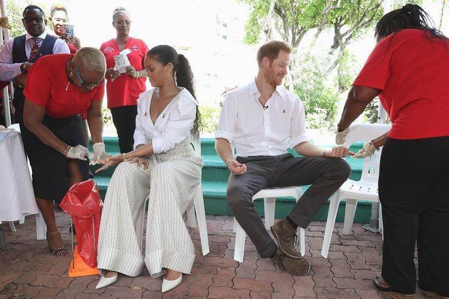 Rihanna et la Prince Harry luttent contre le Sida