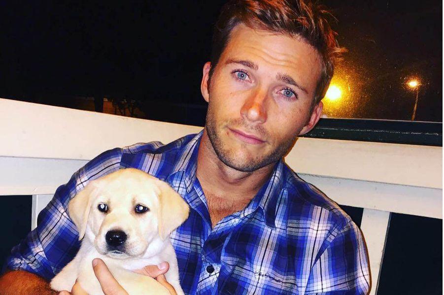 Scott Eastwood avec son chien.
