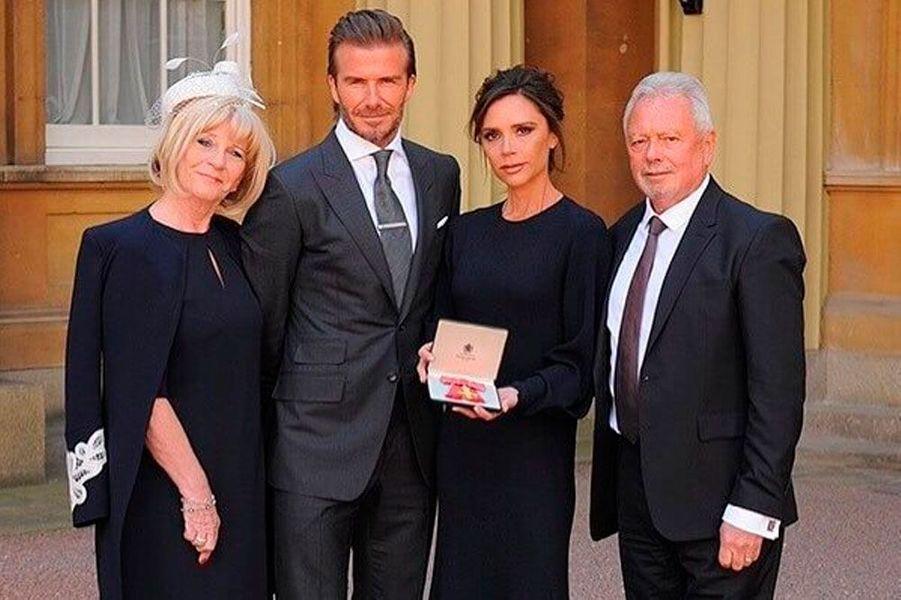 Victoria Beckham décorée del'OBE, un prix qui récompense sa carrière dans la mode et son implication humanitaire.