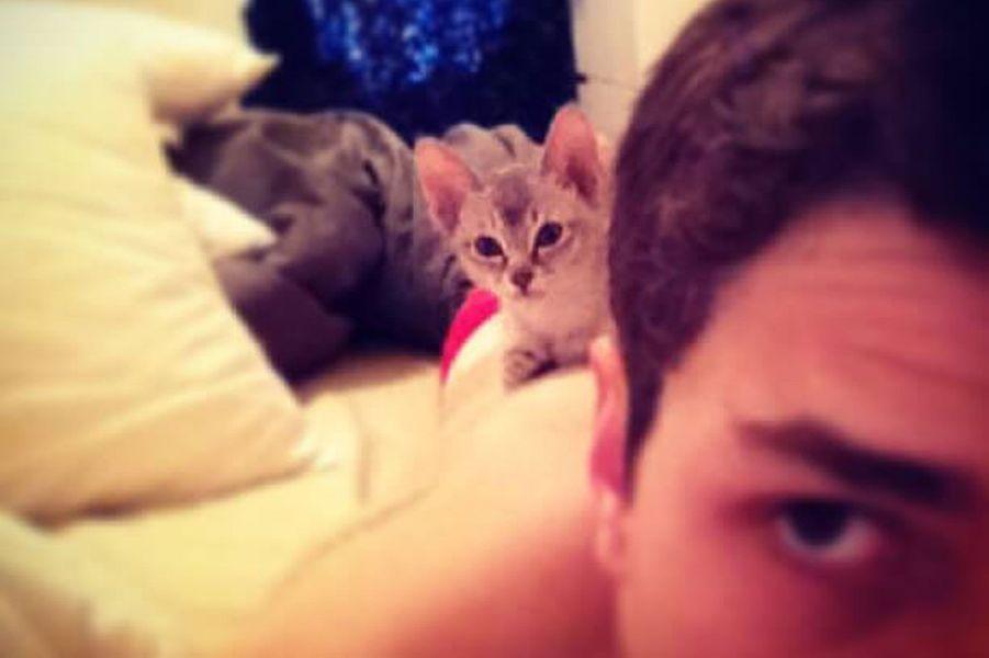 Avec son chat Jack.