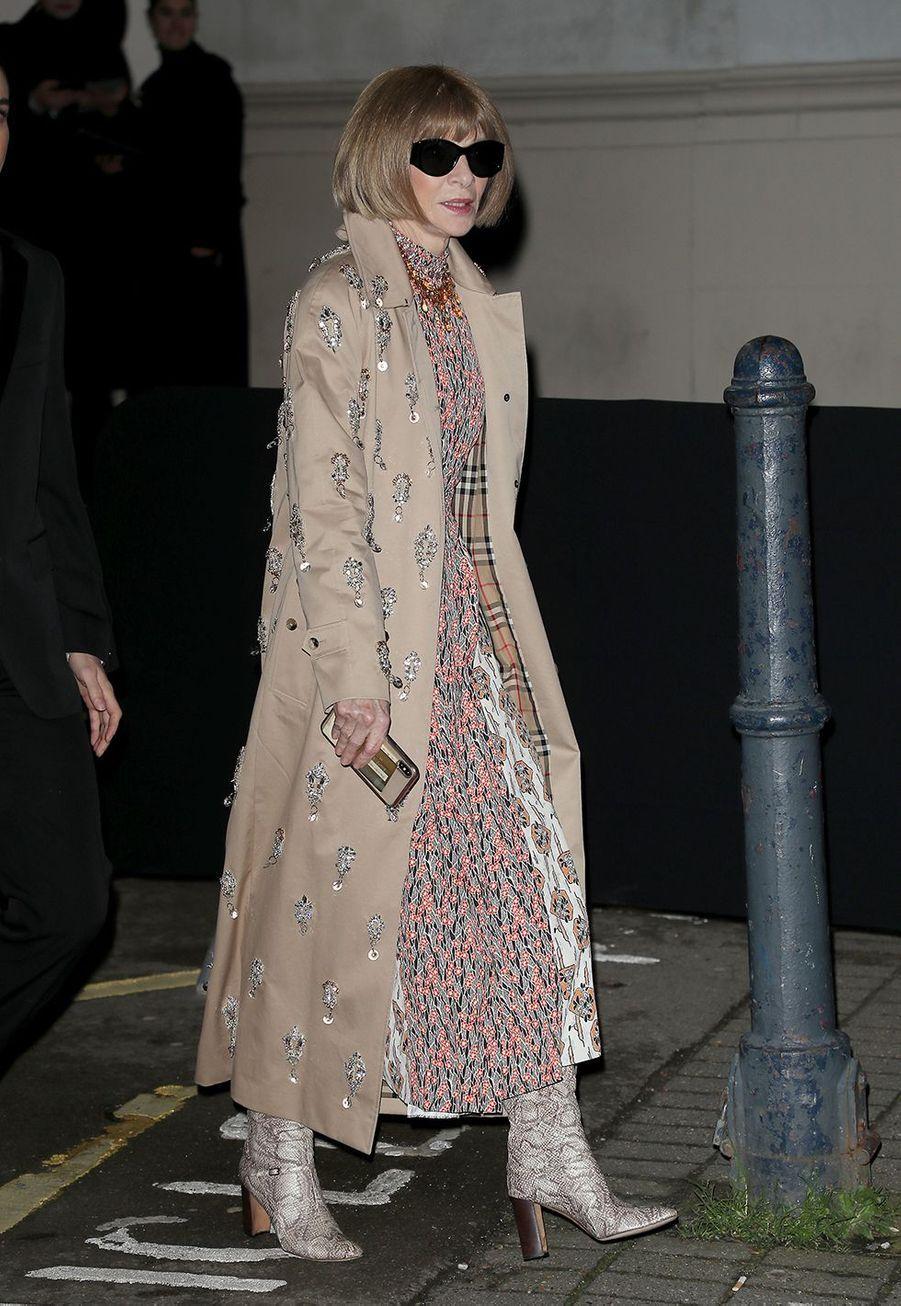 Anna Wintourarrive au défilé Burberry lors de la Fashion Week de Londres le 17 février 2020.