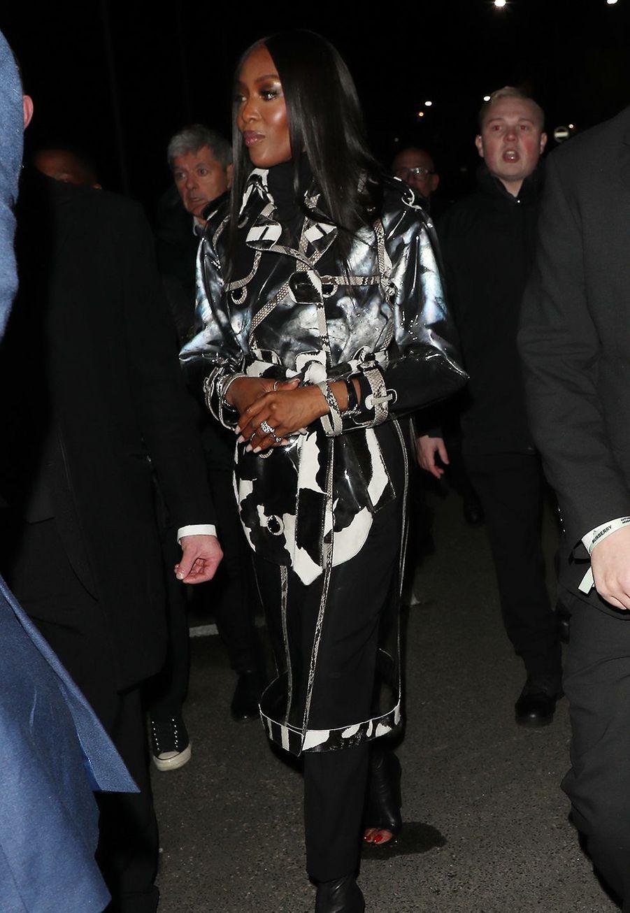 Naomi Campbellarrive au défilé Burberry lors de la Fashion Week de Londres le 17 février 2020.