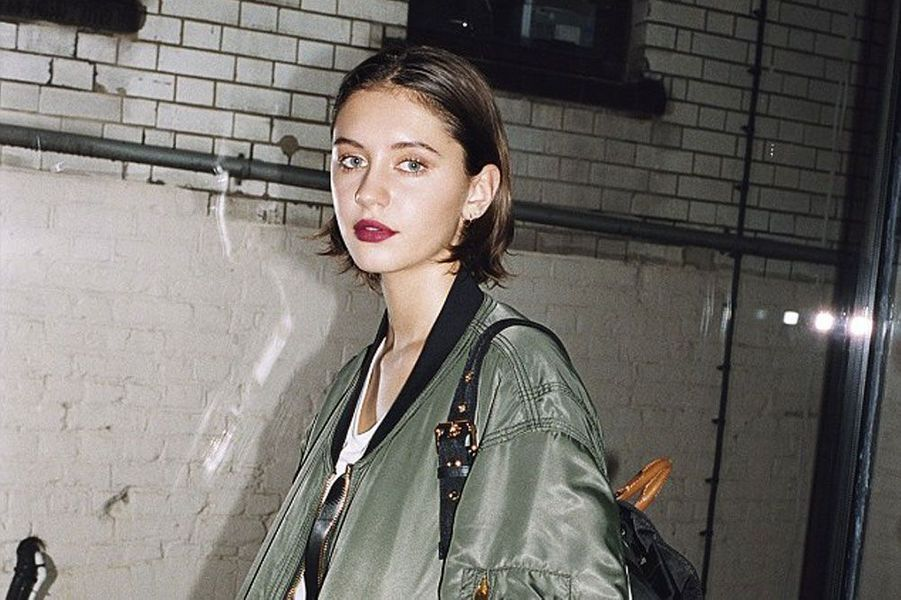 Iris Law pour Burberry.