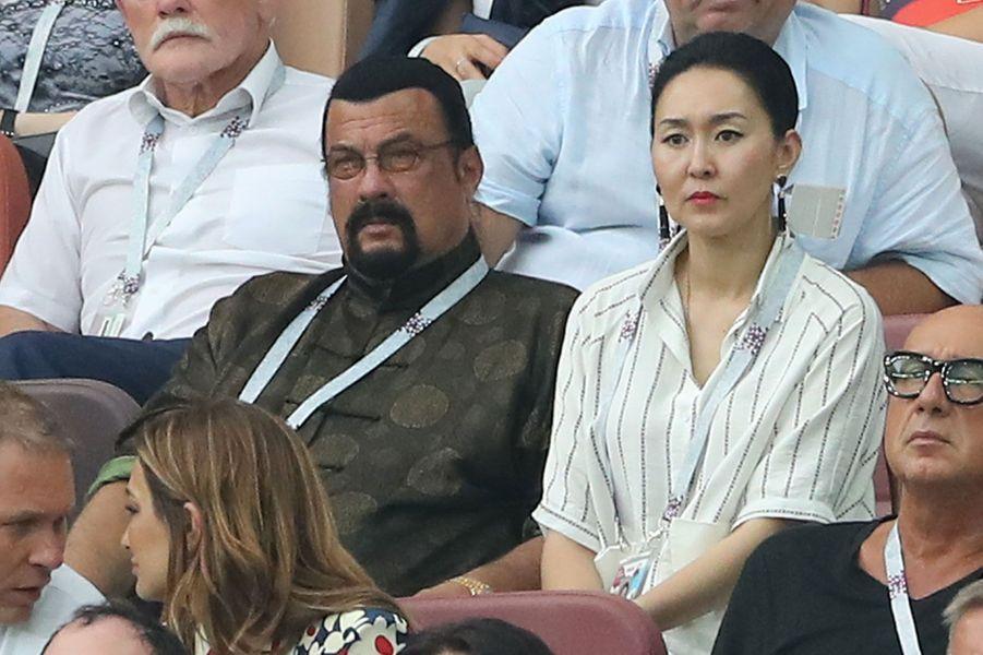 Steven Seagal et sa femme Erdenetuya Seagal