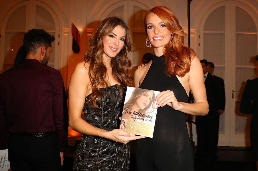 """Iris Mittenaere, avec Maëva Coucke, à la soirée de lancement de son livre """"Toujours y croire"""", mardi 6 novembre"""
