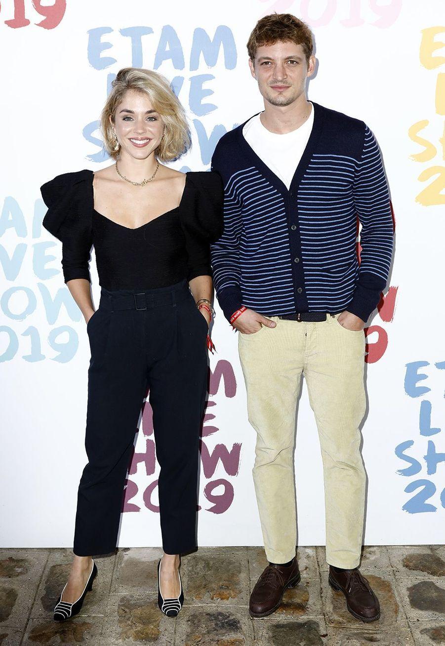 Alice Isaaz et Niels Schneiderau défilé de la marque Etam à Roland-Garros à Paris le 24 septembre 2019