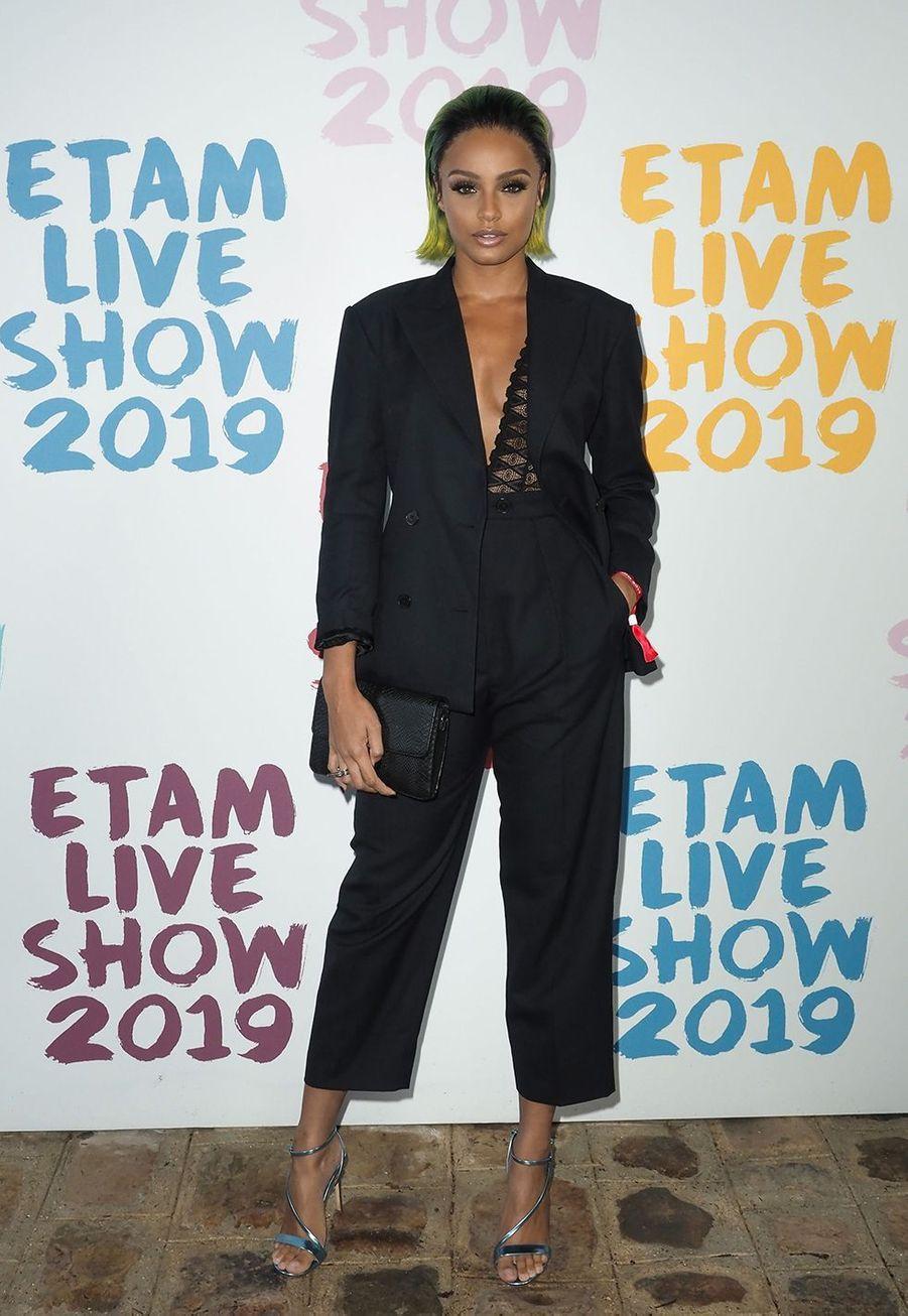 Alicia Ayliesau défilé de la marque Etam à Roland-Garros à Paris le 24 septembre 2019