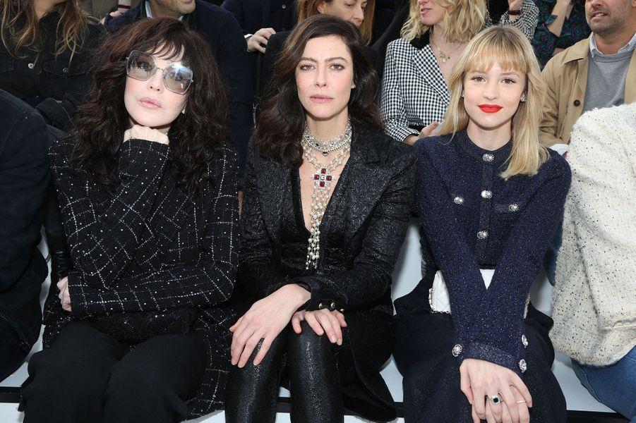 Isabelle Adjani, Anna Mouglalis et Angèle au défilé Chanel à Paris le 3 mars 2020