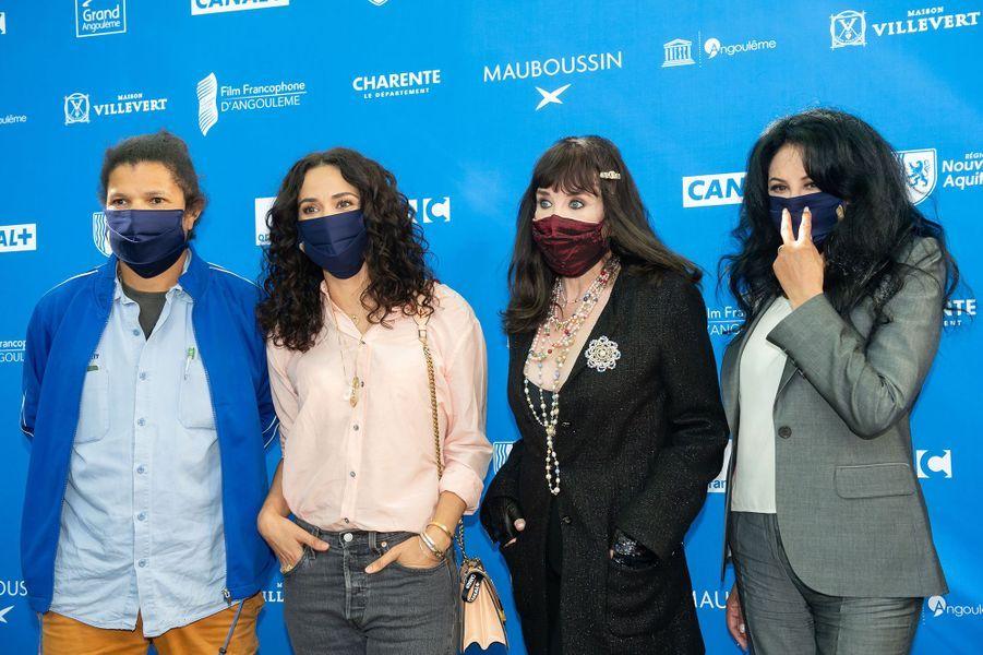 Rachid Djaïdani, Rachida Brakni, Isabelle Adjani et Yamina Benguiguiau Festival du film francophone d'Angoulême pour la présentation du film «Soeurs» le 31 août 2020