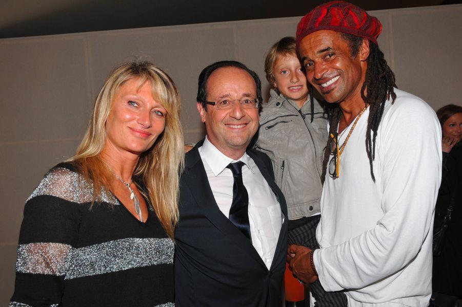 Isabelle Camus, Yannick Noah et leur fils Joalukas avec François Hollande