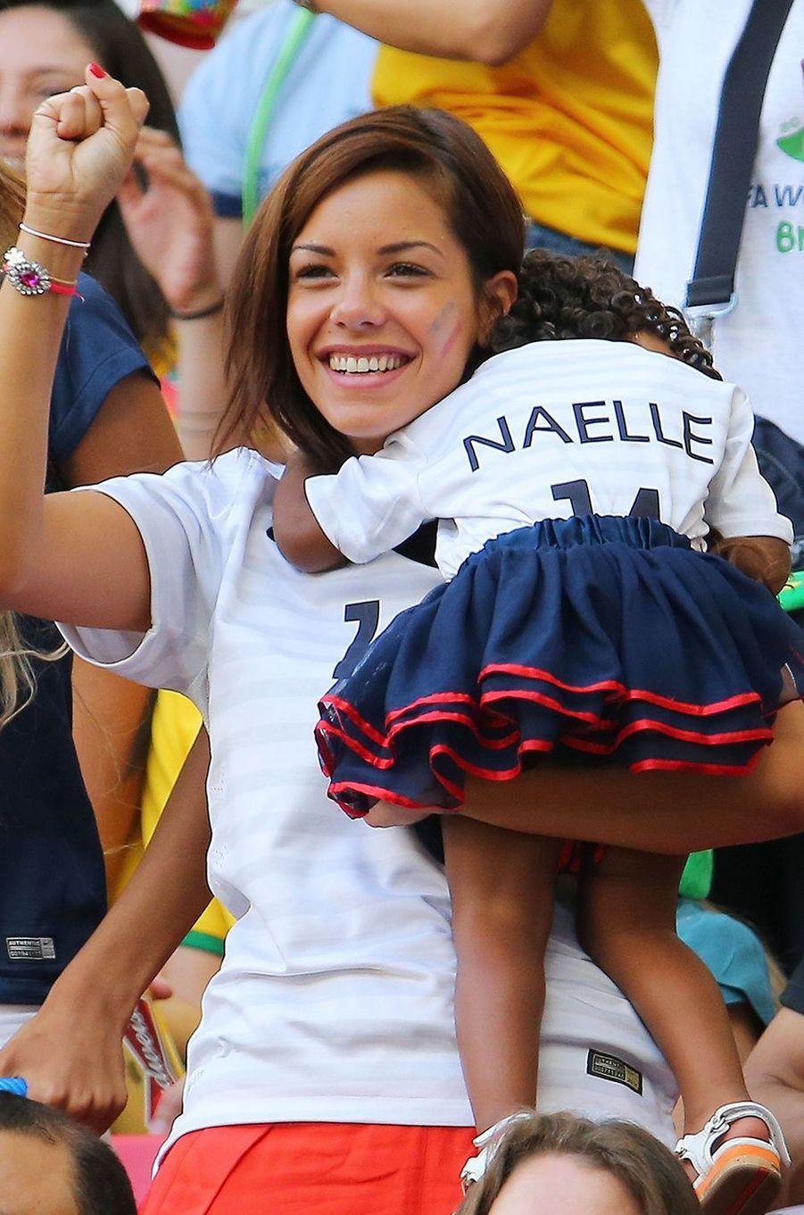 Isabelle Matuidi avec sa fille Naëlle lors de la Coupe du Monde au Brésil en juin 2014