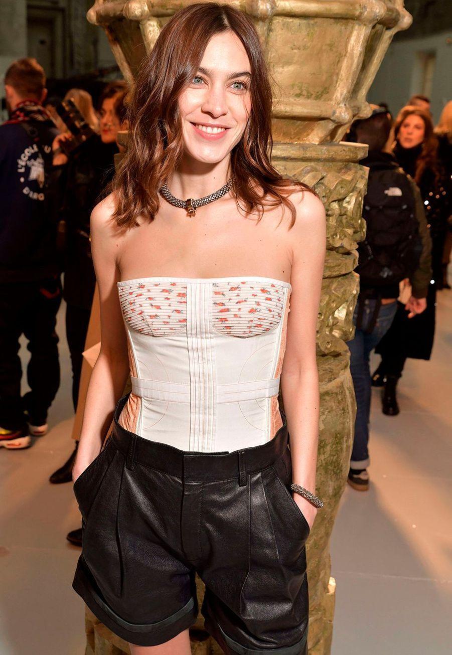 Alexa Chungarrive au défilé Chloé lors de la fashion week de Paris, le 27 février 2020.