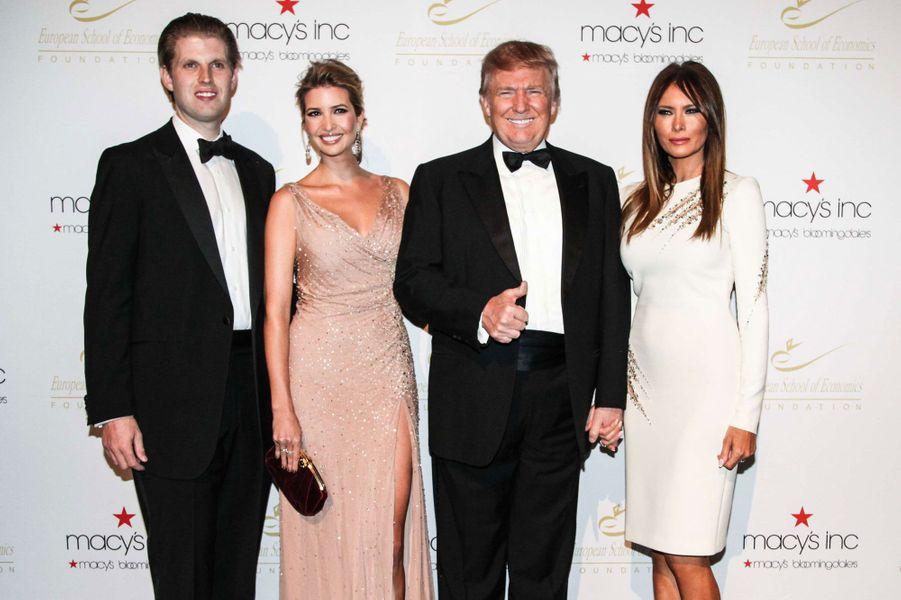 Ivanka Trump avec Eric Trump, Donald Trump et Melania en 2012