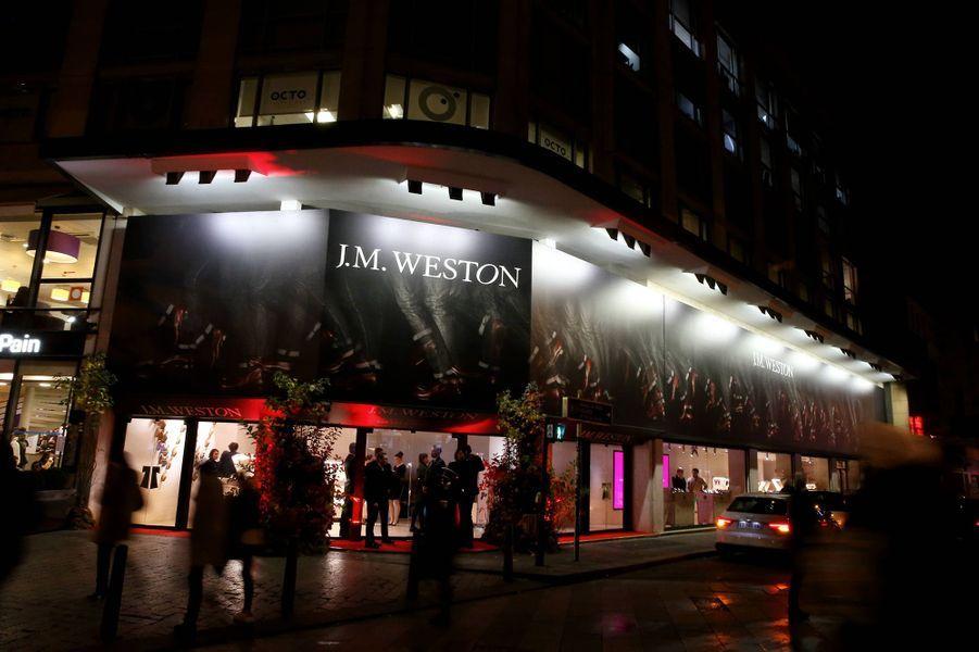 J.M. Weston fait son cinéma sur les Champs-Elysées