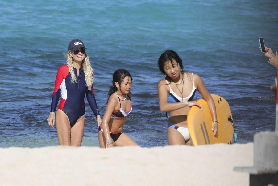 Laeticia Hallyday et ses filles Jade et Joy sur la plage de Lorient à Saint-Barthélemy le 18 février 2019