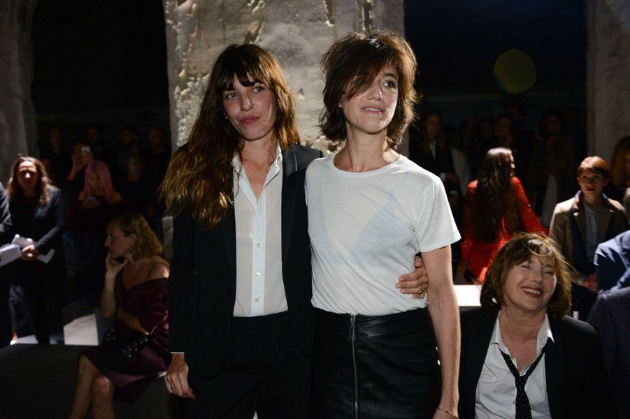 Lou Doillon et Charlotte Gainsbourg au défilé Saint Laurent