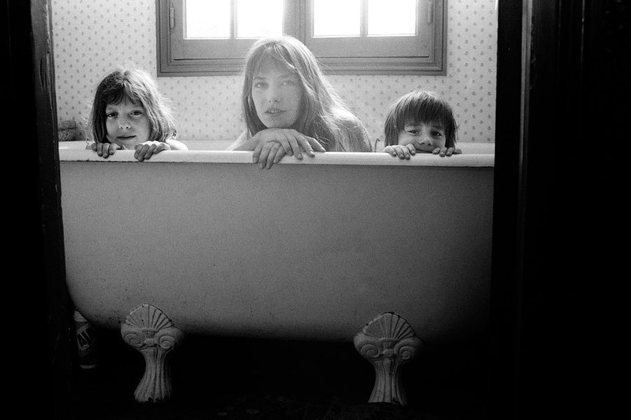 Jane Birkin avec ses deux filles Kate et Charlotte.