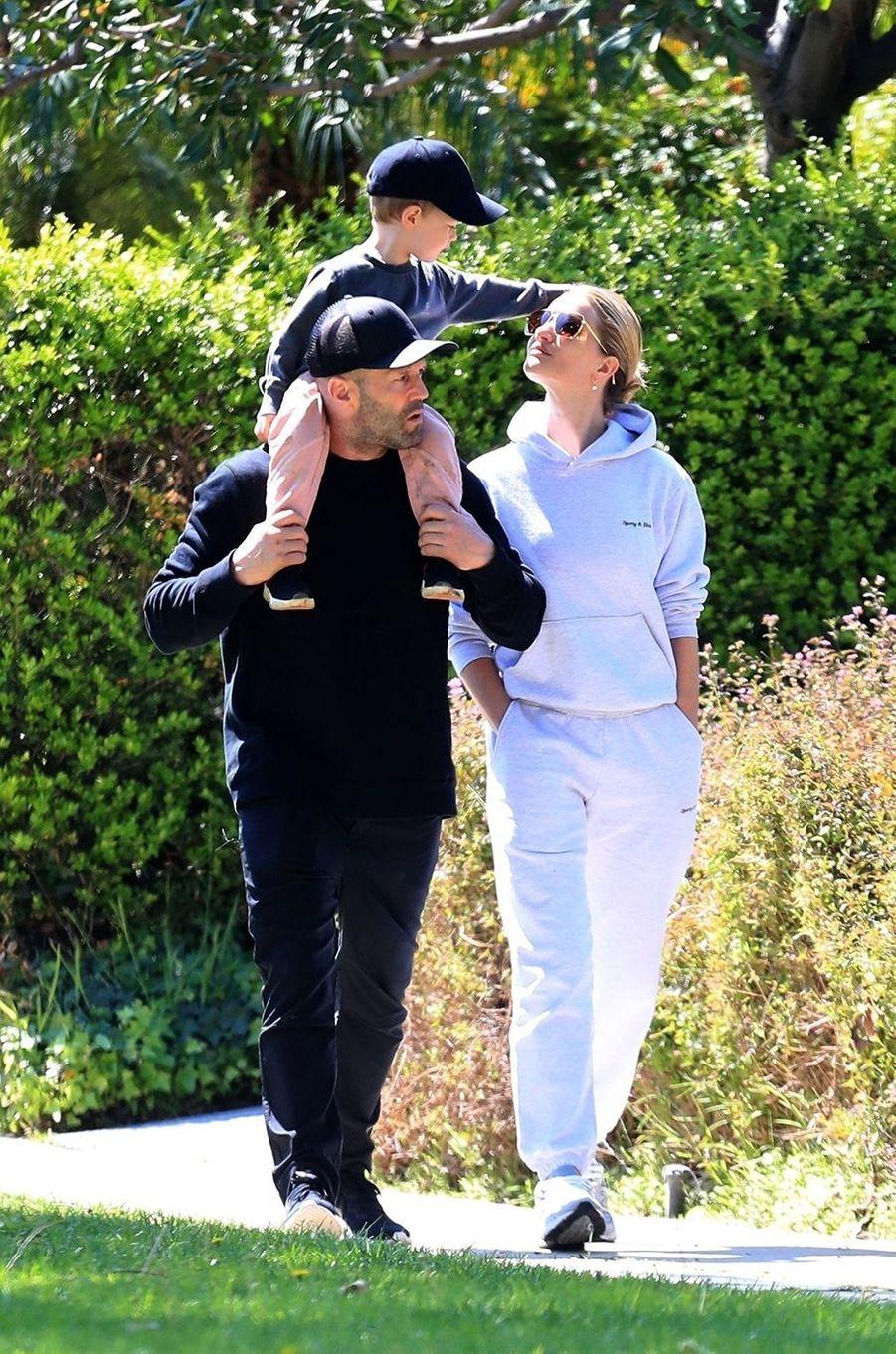 JasonStatham, Rosie Huntington-Whiteley et leur fils Jack à Los Angeles le 11 avril 2020