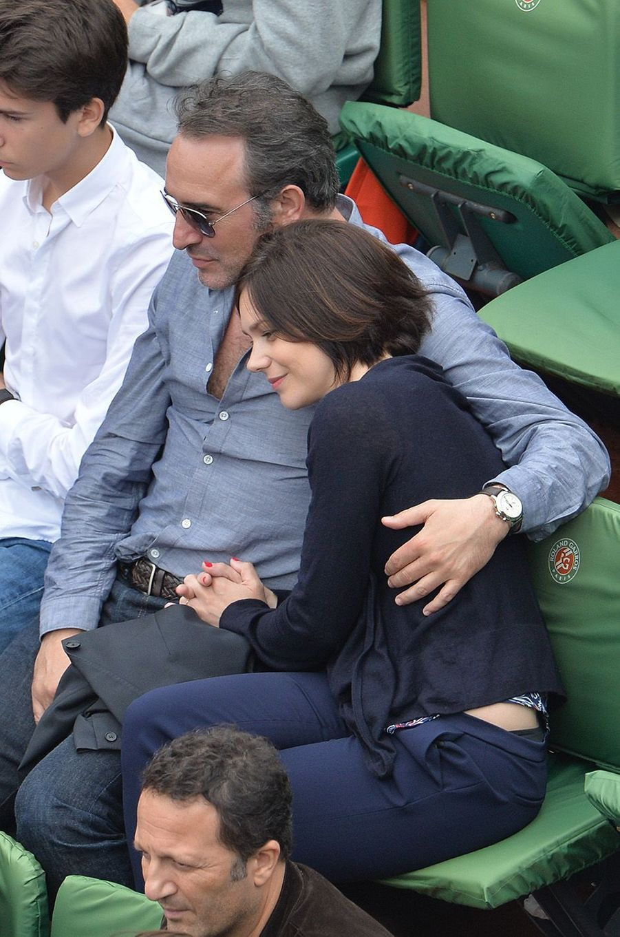 Jean Dujardin et Nathalie Péchalat dans les tribunes de Roland-Garros en 2016.