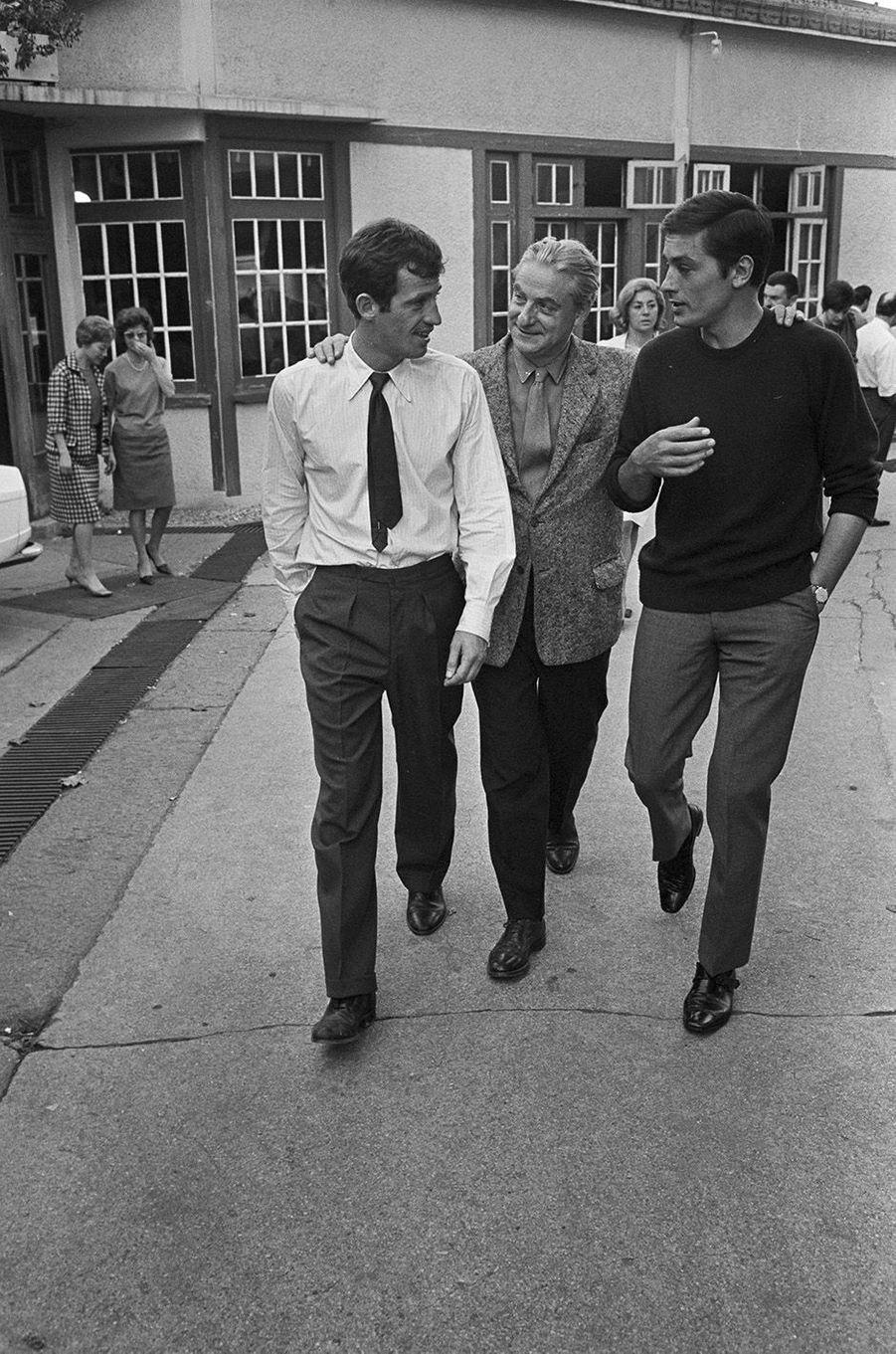 Jean-Paul Belmondo avec Alain Delon en 1965.