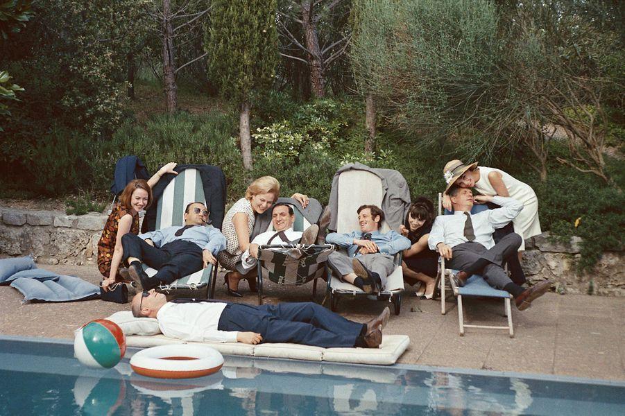 Jean-Paul Belmondo avec tous ses amis du cinéma français à Cannes en 1964.