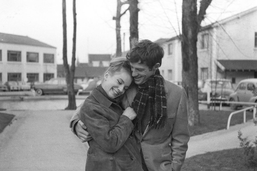 Jean-Paul Belmondo et sa soeur Muriel, dans les années 60.