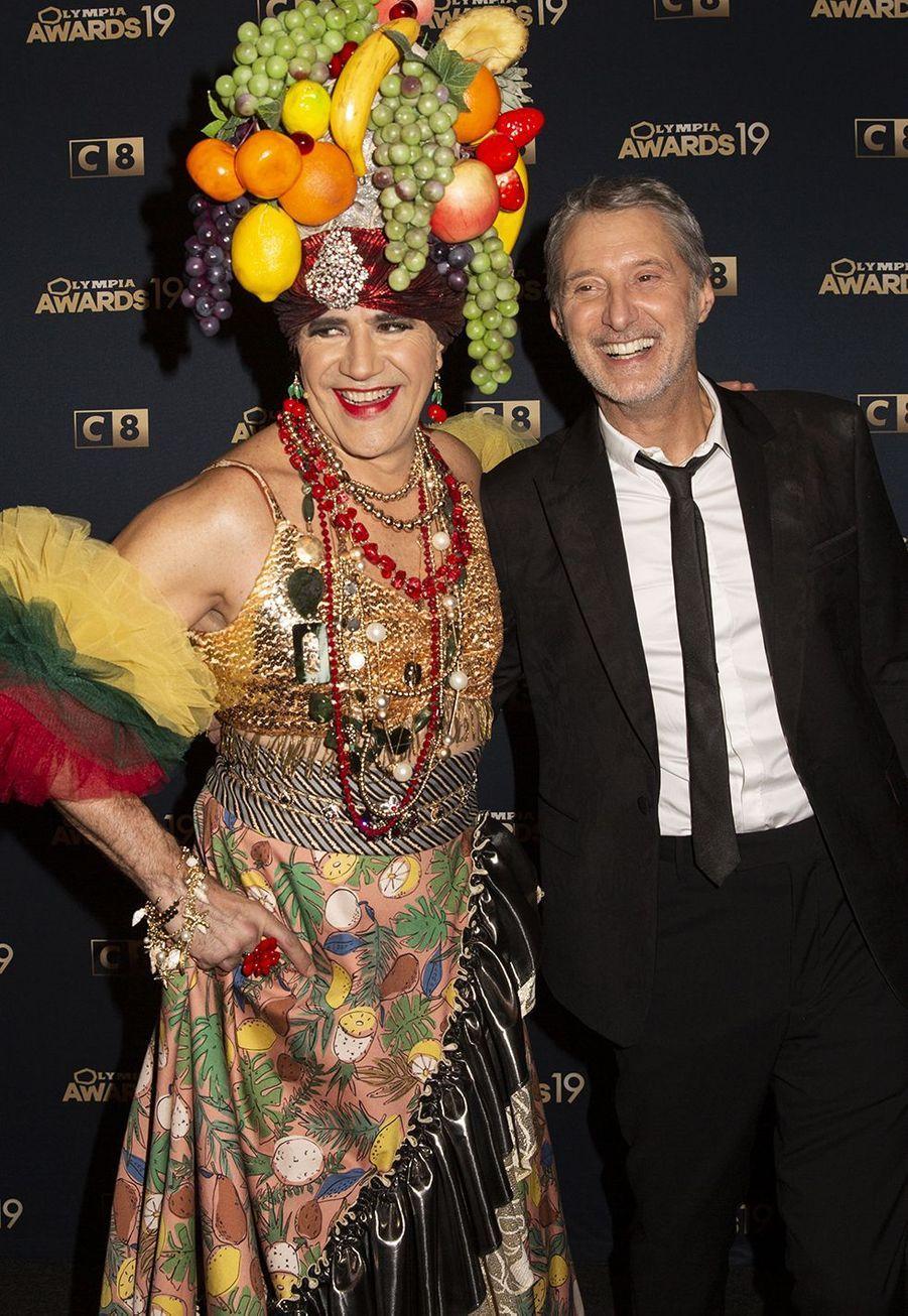 José Garcia et Antoine de Cauneslors de la 1ère édition des Olympia Awards, cérémonie récompensant des artistes de la musique et de l'humour, à Paris le 11 décembre 2019