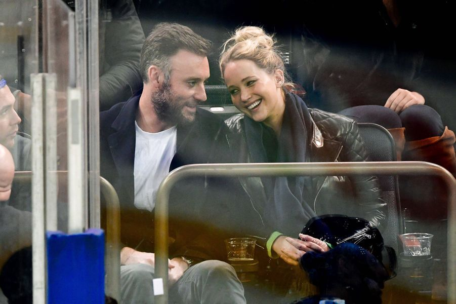 Jennifer Lawrence a épousé son chéri, le marchand d'art Cooke Maroney, le 19 octobre 2019 à Newport (Rhode Island). Le couple se fréquente depuis 2018.
