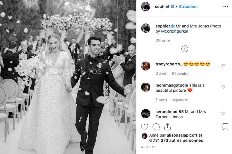 Après deux ans et demi d'amour, Joe Jonas et Sophie Turner se sont dit «oui»le 1er mai 2019 à Las Vegas, avant de célébrer leur union lors d'une grande cérémonie le 29 juin 2019 à Carpentras, dans le Sud de la France.
