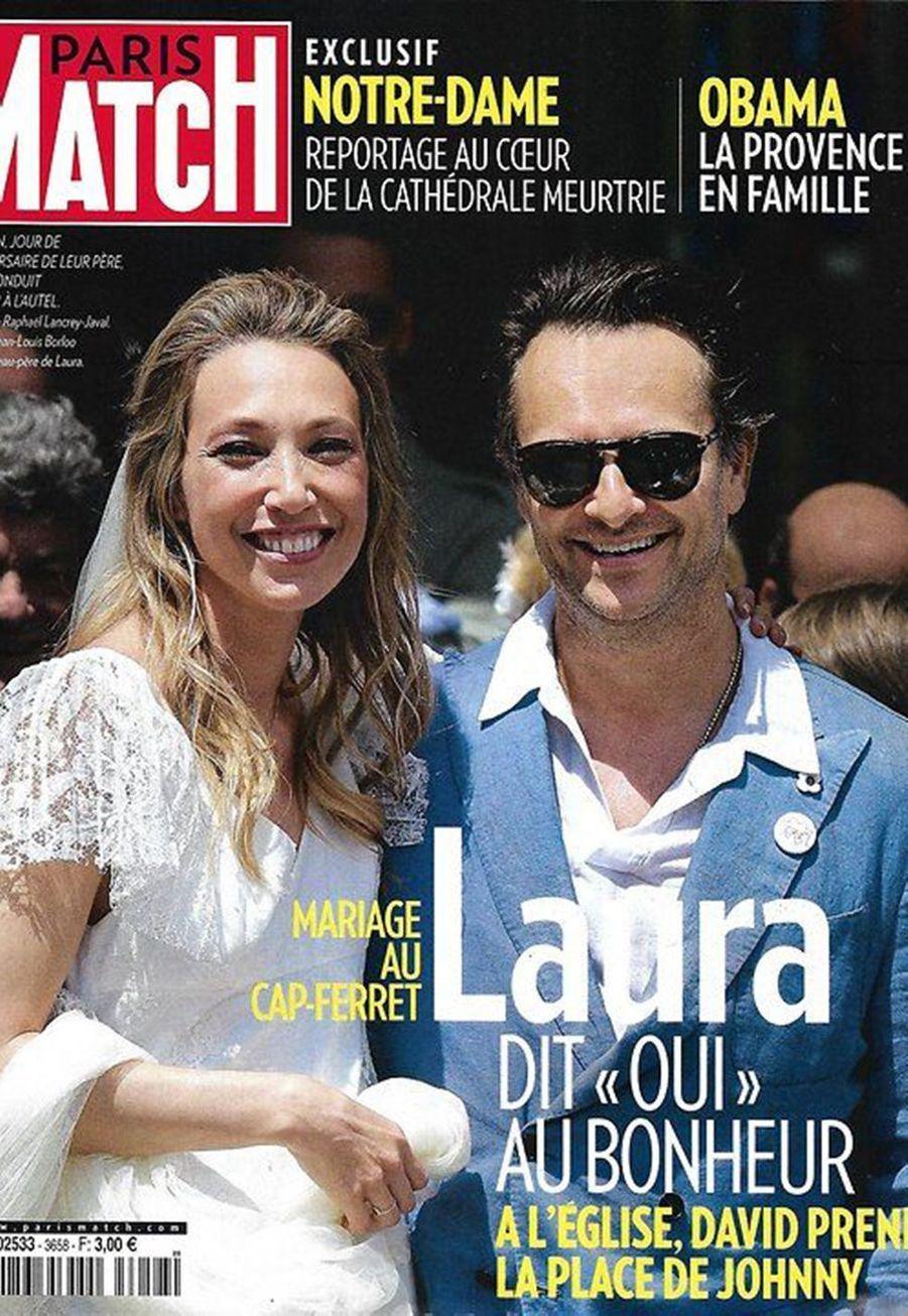 Après l'union civile en décembre 2018 à Paris, Laura Smet a redit «oui» à Raphaël lors d'une cérémonie religieuse au Cap Ferret le 15 juin 2019, jour de l'anniversaire de Johnny.