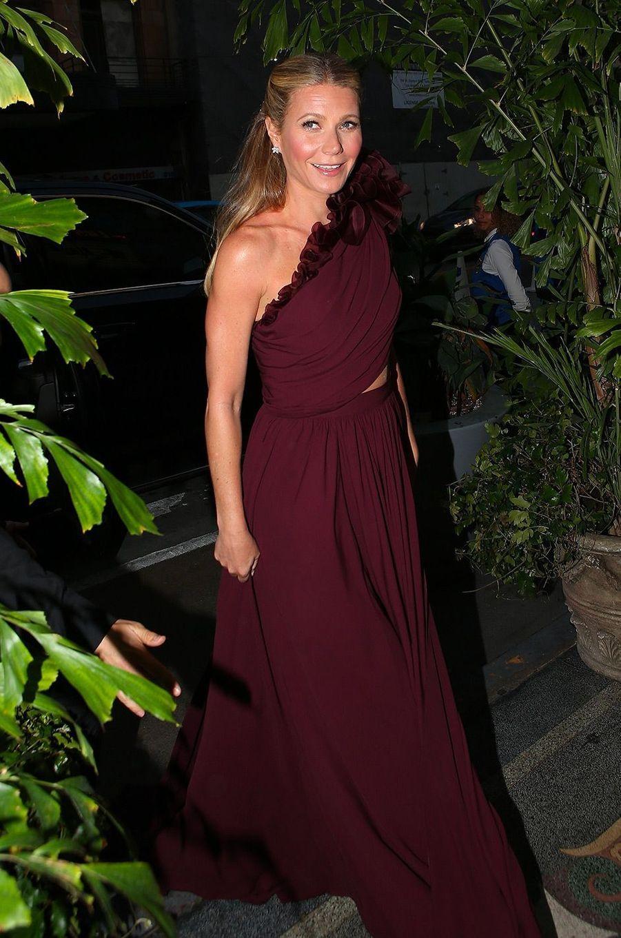 Gwyneth Paltrow fête ses fiançailles à Los Angeles