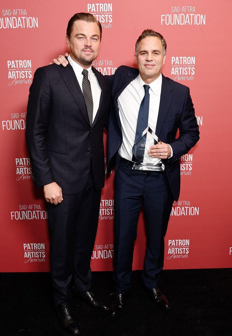 Leonardo DiCaprio et Mark Ruffalo àla cérémonie desSAG-AFTRA Foundation à Los Angeles 7 novembre 2019