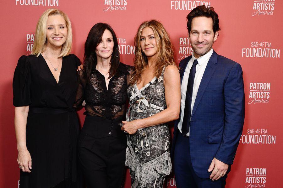 Lisa Kudrow, Courteney Cox, Jennifer Aniston et Paul Ruddà la cérémonie desSAG-AFTRA Foundation à Los Angeles 7 novembre 2019