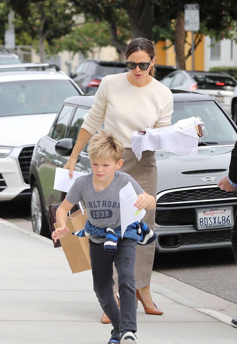 Jennifer Garner et son fils Samuelse rendentà une messe dominicale à Los Angeles le 1er décembre 2019.