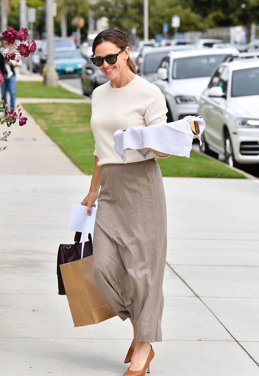 Jennifer Garnerse rendà une messe dominicale en famille à Los Angeles le 1er décembre 2019.