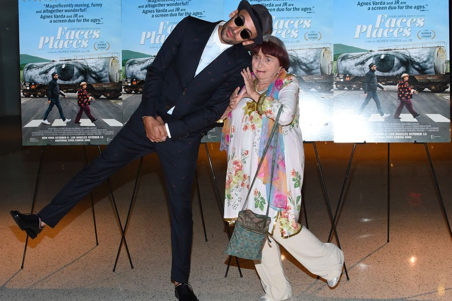"""Agnès Varda et JRà la première de leur film """"Visages Villages"""" à Hollywood avec"""