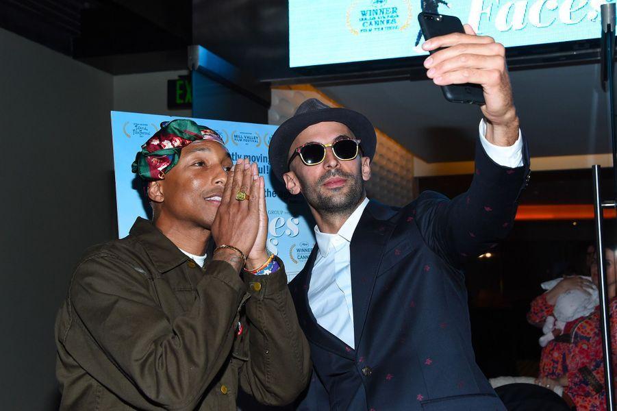 """Pharrell Williamsà la première de """"Visages Villages"""" à Hollywood avec JR"""