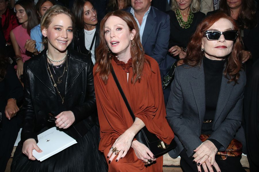 Jennifer Lawrence, Julianne Moore et Isabelle Huppert à la présentation des collections femme printemps-été 2020 de la maison Dior à Paris le 24 septembre 2019