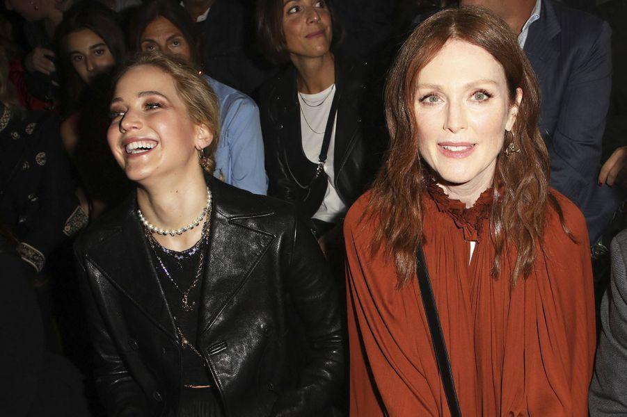 Jennifer Lawrence et Julianne Mooreà la présentation des collections femme printemps-été 2020 de la maison Dior à Paris le 24 septembre 2019