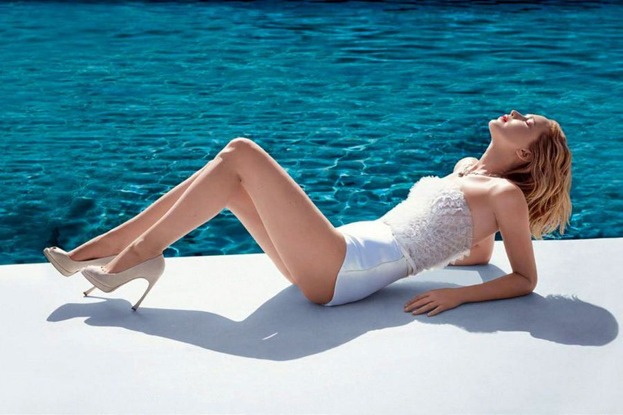 Jennifer Lawrence pose pour la nouvelle campagne du parfum Dior Joy
